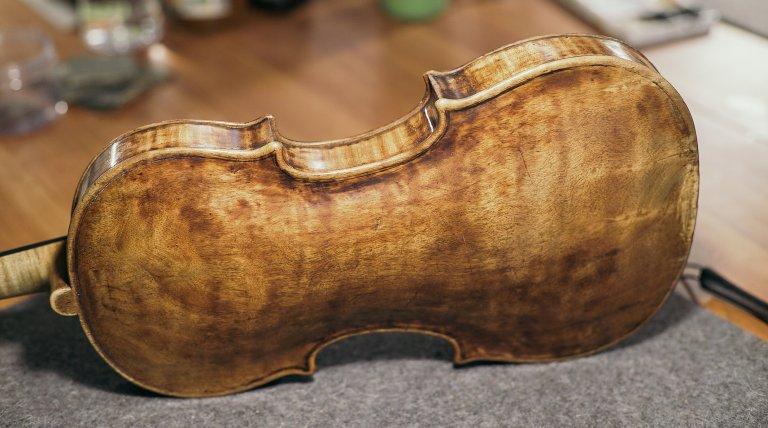 Exposición de violines y arcos profesionales en Luthier Vidal Madrid