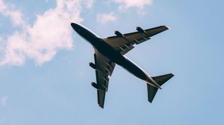 lv-viajar-en-avion-instrumento-cuerda