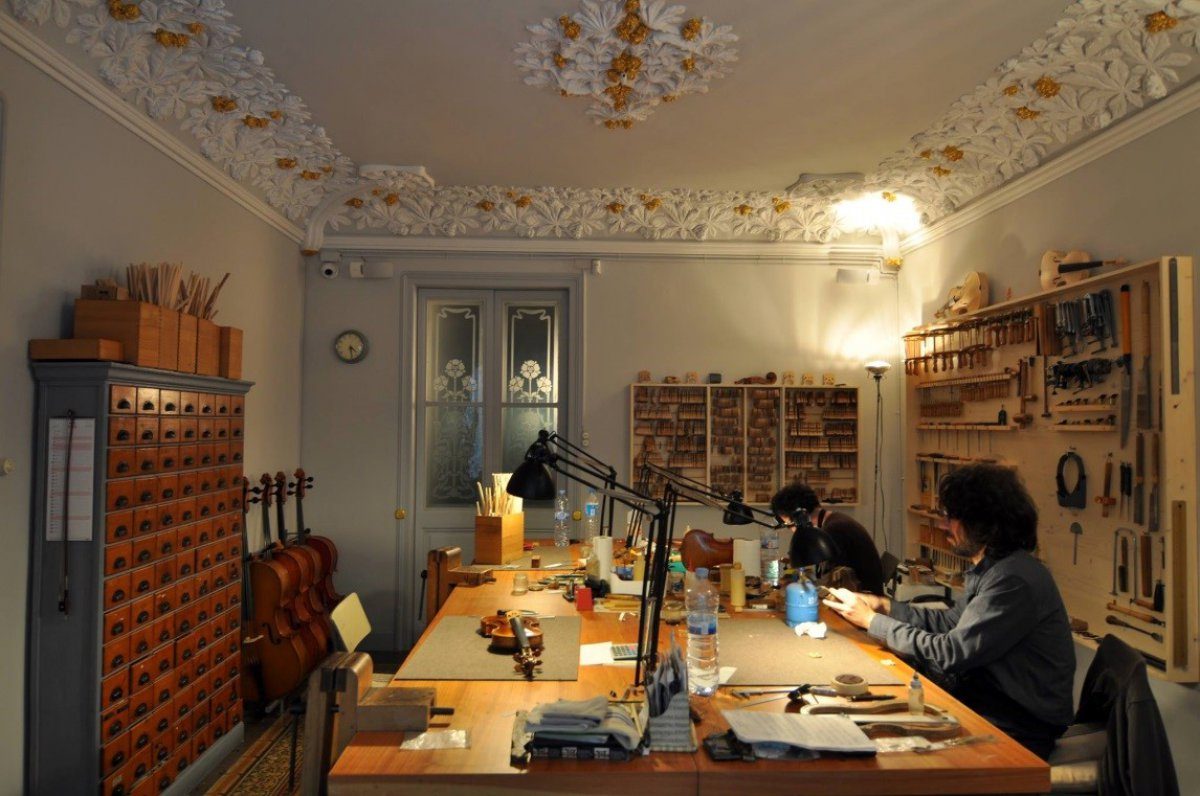 Taller de luthier a en luthier vidal for Casa luthier barcelona